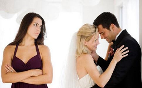 男人雇私家侦探调查常送妻子回家的男同事
